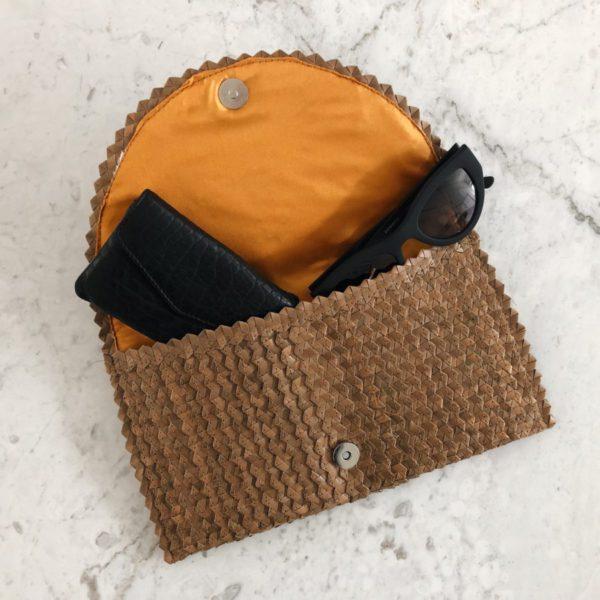 Clutch Balangan, bruin